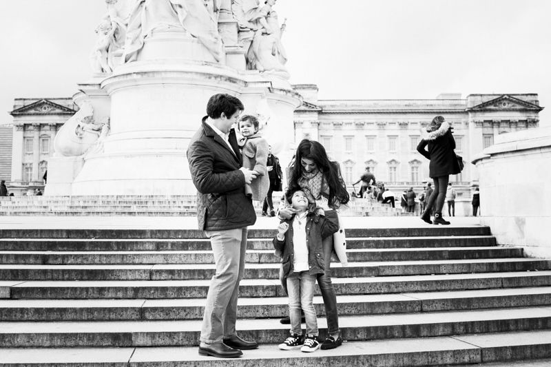 London travel photography - family of four by Buckingham Palace